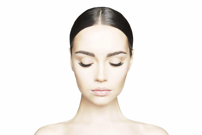 Model who has semi-permanent eyelashes applied